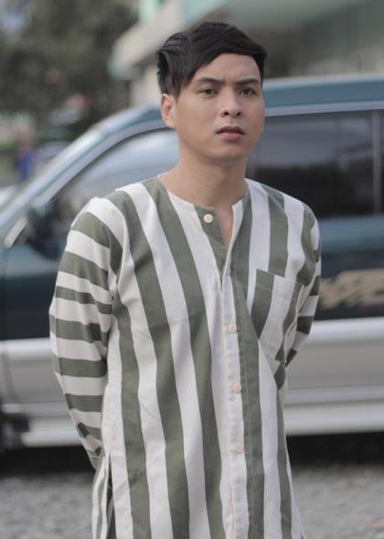 """Hồ Quang Hiếu đóng vai phạm nhân trong phim ca nhạc có tên """"Thiếu niên ra giang hồ"""", do anh phát hành online."""